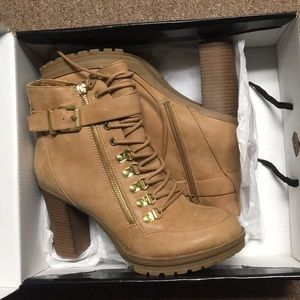 Brand new Guess Grazzy 9M boots